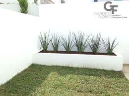 modern Garden by GF ARQUITECTOS