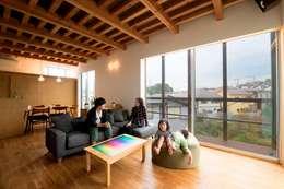 modern Living room by HAN環境・建築設計事務所