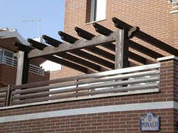 Balcone, Veranda & Terrazzo in stile  di Conely