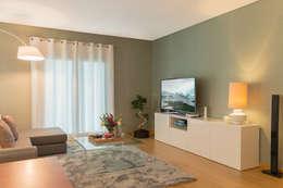 Lezírias House: Salas de estar modernas por Twelve Four Haus