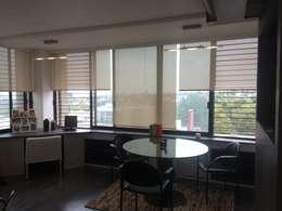 Oficinas F. Ortega: Estudios y oficinas de estilo moderno por Perfil Arquitectónico