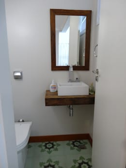 Baños de estilo moderno por canatelli arquitetura e design