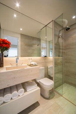 minimalistic Bathroom by Chris Silveira & Arquitetos Associados