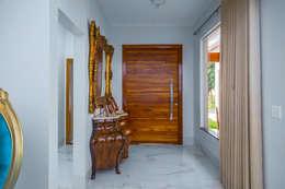 Corridor, hallway by Daniele Galante Arquitetura
