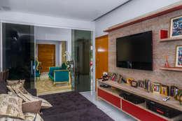 modern Media room by Daniele Galante Arquitetura