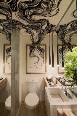 Salle de bain de style de style Moderne par Chris Silveira & Arquitetos Associados