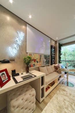 Projekty,  Domowe biuro i gabinet zaprojektowane przez Chris Silveira & Arquitetos Associados