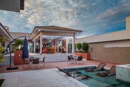 modern Pool by Daniele Galante Arquitetura