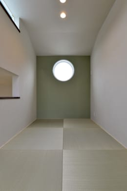 畳のホール: OARK一級建築士事務所が手掛けた和室です。