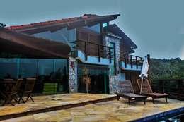 Casa Ferradura - Búzios: Casas rústicas por Aroeira Arquitetura