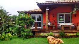 Casas de estilo topical por Aroeira Arquitetura