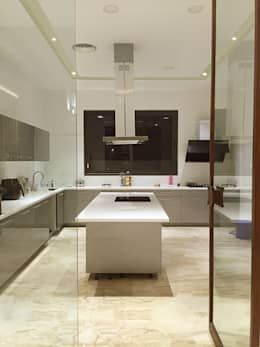 Main Kitchen: modern Kitchen by 23DC Architects