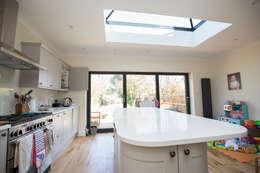 minimalistic Kitchen by The Market Design & Build