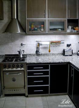Reforma Cocina: Cocinas de estilo moderno por LDC Arquitectura