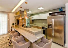 Cocinas de estilo moderno por Tatiana Junkes Arquitetura e Luminotécnica