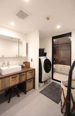 minimalistic Bathroom by nuリノベーション