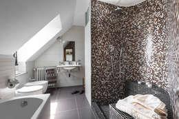 Projekty,  Łazienka zaprojektowane przez Architrek