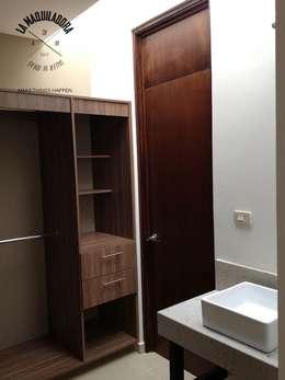Baños de estilo minimalista por La Maquiladora / taller de ideas
