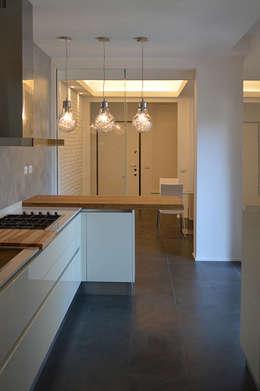 Cocinas de estilo moderno por Studio di Architettura Ortu Pillola e Associati