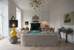 Stylish Yet Comfortable Sitting Room: eclectic Living room by Hen & Crask Edinburgh