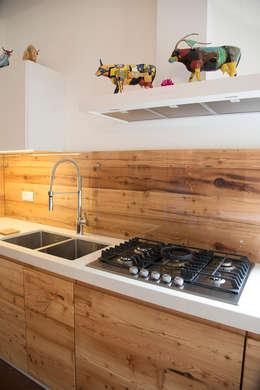 Cocina de estilo  por RI-NOVO