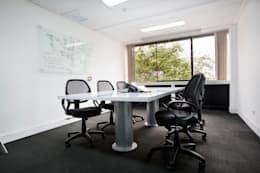 Sala de reuniones: Oficinas y Tiendas de estilo  por Carughi Studio