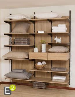 Closet Linos /Ropa de Casa: Habitaciones de estilo moderno por Espacio al Cuadrado