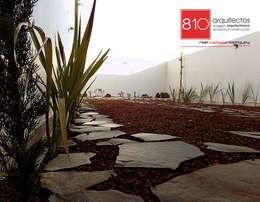 Jardines de estilo moderno por 810 Arquitectos