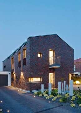 Modernes wohnhaus mit klinkerfassade for Moderne architektur wohnhaus