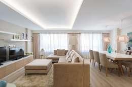 Reforma vivienda estilo nórdico en A Coruña: Salones de estilo escandinavo de GESTION INTEGRAL DE PROYECTOS DEL NOROESTE S.L.