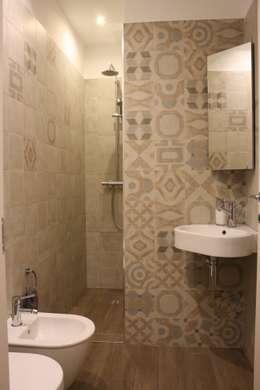 Baños de estilo ecléctico por studio ferlazzo natoli