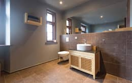 rustic Bathroom by woodboom