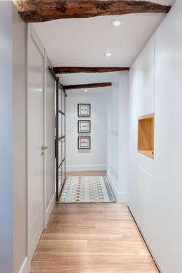 Pasillos y recibidores de estilo  por Estibaliz Martín Interiorismo
