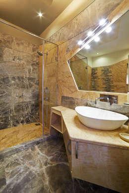 SADHWANI BUNGALOW: modern Bathroom by Square 9 Designs