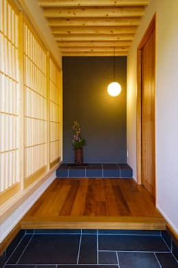 玄関: SQOOL一級建築士事務所が手掛けた廊下 & 玄関です。