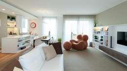 غرفة المعيشة تنفيذ Studio Associato Casiraghi