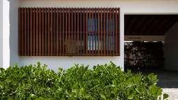 Maisons de style de style Minimaliste par Coletivo de Arquitetos