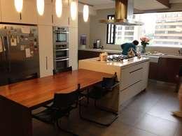 modern Kitchen by La Carpinteria - Mobiliario Comercial