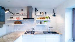 Brakujący element - dom we Wrocławiu: styl , w kategorii  zaprojektowany przez Marmur Studio