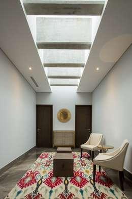 Sala: Salas de estilo minimalista por URBN