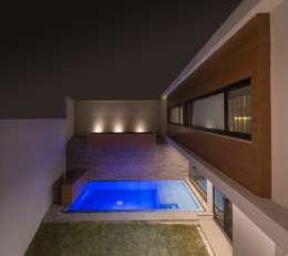 Alberca: Albercas de estilo minimalista por URBN