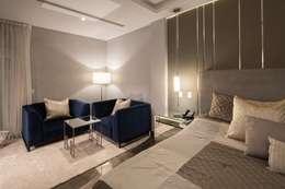 Sala de la recámara : Recámaras de estilo minimalista por URBN