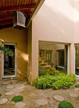Entrée : Couloir et hall d'entrée de style  par Pierre Bernard Création