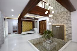 Dr Rafique Mawani's Residence:  Corridor & hallway by M B M architects