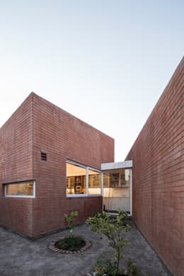 Vista Exterior Huerta_ Cocina: Casas de estilo moderno por Swett Arquitectos