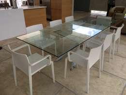 Casa Barquisimeto: Comedores de estilo moderno por THE muebles