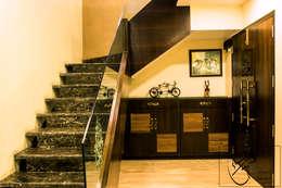 Corridor & hallway by ES Designs