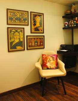 Serenity home!: modern Study/office by Neha Changwani