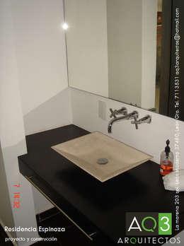 Recidencia Espinoza: Baños de estilo  por AQ3 Arquitectos