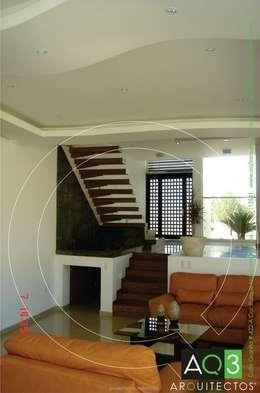 Recidencia Espinoza: Salas de estilo moderno por AQ3 Arquitectos